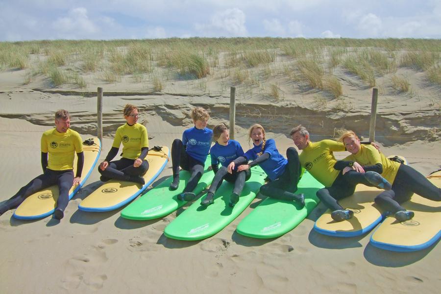 groep familie surfen
