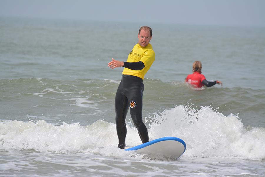 bedrijfsuitje surfen