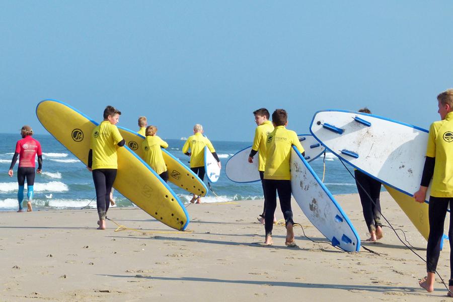 school surfles gymles op het strand
